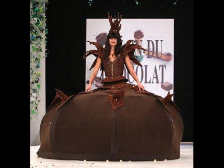 modnye-naryady-iz-shokolada-na-vystavke-salon-du-chocolat