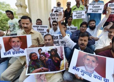 Lucknow: All India Majlis-e-Ittehad-ul-Muslimeen (AIMIM) protest against Dadri lynching incident at GPO in Lucknow on Saturday. PTI Photo by Nand Kumar (PTI10_3_2015_000084B)