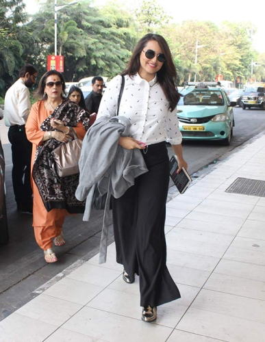 Sonakshi-Sinha-Airport-Look-Jan-7_Hauterfly