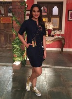 Sonakshi-Sinha-wearing-Shahin-Mannan-shirt-dress-for-comedy-nights-live-show-2