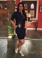 Sonakshi-Sinha-wearing-Shahin-Mannan-shirt-dress-for-comedy-nights-live-show-2