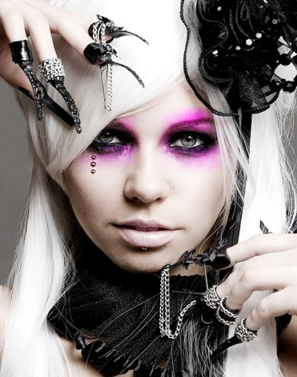 purple-gothic-eye-makeup
