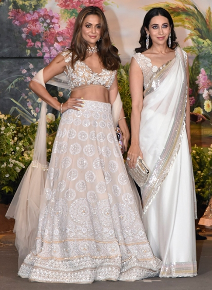 Amrita-Arora-Ladak-and-Karisma-Kapoor-at-Sonam-Kapoor-and-Anand-Ahujas-wedding-reception-in-Mumbai