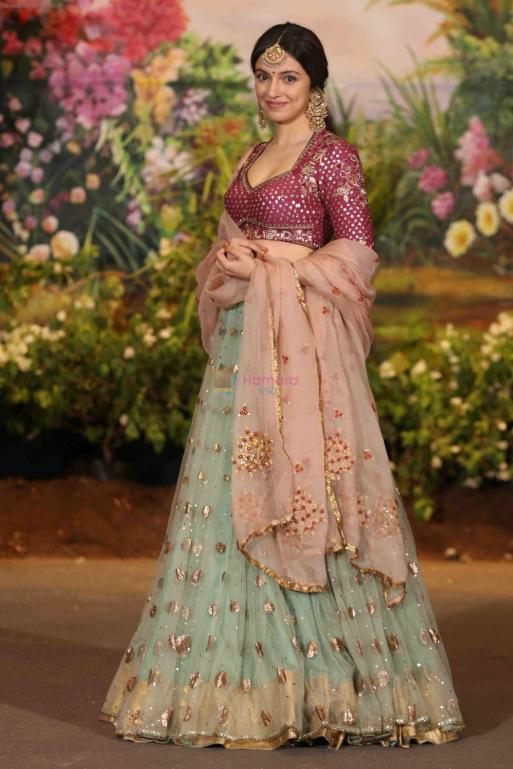 hpse_fullsize__2626627138_Divya Khosla Kumar at Sonam Kapoor and Anand Ahuja_s Wedding Reception on 8th May 2018 (240)_5af4232db242f