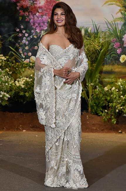 Jacqueline-Fernandez-at-Sonam-Kapoor-and-Anand-Ahujas-wedding-reception-in-Mumbai