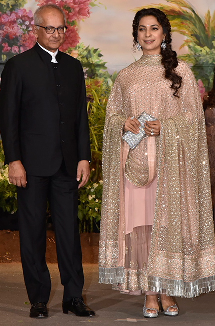 Juhi-Chawla-at-Sonam-Kapoor-and-Anand-Ahujas-wedding-reception-in-Mumbai